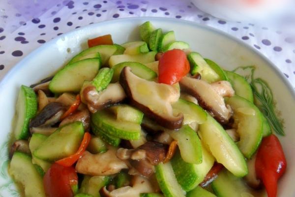 香菇炒西葫芦