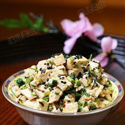 香椿芽拌豆腐的做法[图]