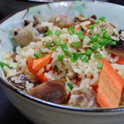 腊肠胡萝卜香菇焖饭的做法[图]