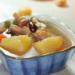苹果花生芡实鸡爪汤的做法[图]